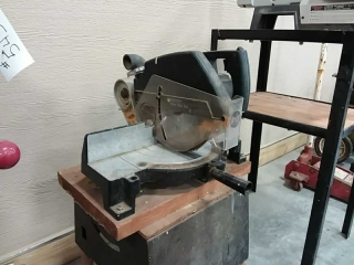 B&D Power mitre saw on stand