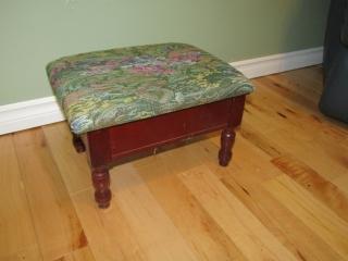 Hinged lift top stool