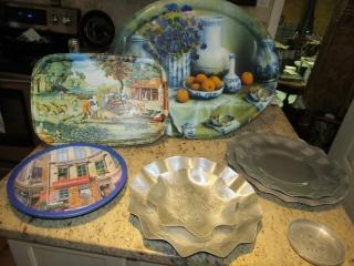 Kitchen lot:  Aluminum trays, trays, plastic