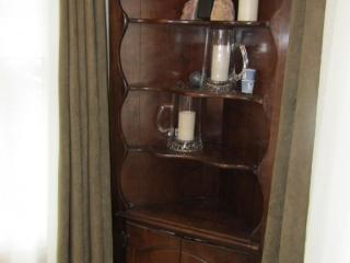 Corner Cabinet with 2 lower doors,