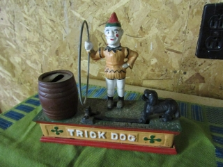 Cast iron bank, Clown with trick dog