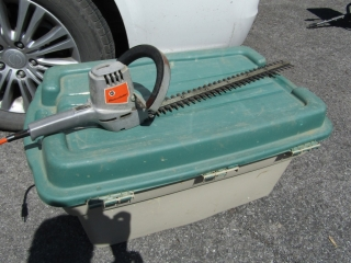 Black and Decker electric shrub and hedge trimmer