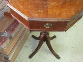 Gibbard Duncan Phyfe parlour table with