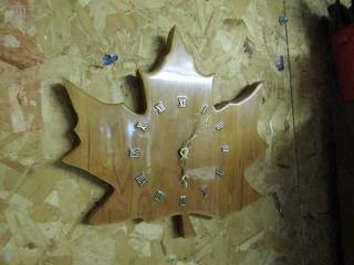 Wooden Maple leaf quartz clock