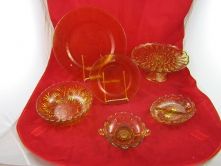 Amber lot: Chargers (5), side plates (6), 1 bowl,