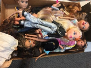 Assorted Bratz dolls