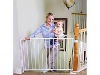 REGALO TOP OF STAIR SAFETY GATE