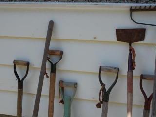 OFF SITE -  Assorted Yard Tools UNRESERVED