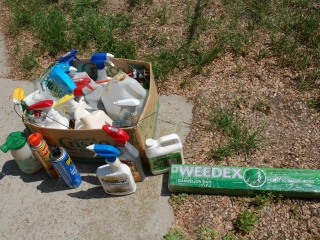OFF SITE -  Box of Assorted Yard Chemicals UNRESERVED