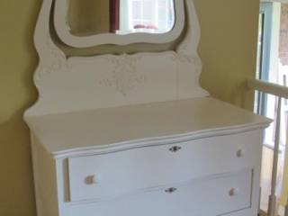 3 Drawer  Dresser With Decorative Swing Mirror