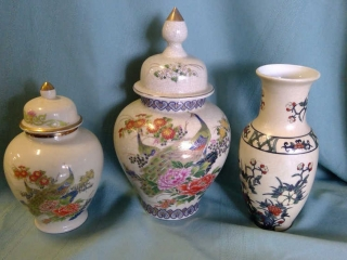 2 Lidded Urns Japan Base, Vase Hong Kong
