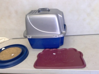 Cat Enclosed Litter Box And Tray + Wheel Toy
