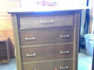 4 Drawer Dresser Made By Kilgor  (dresser Peeling