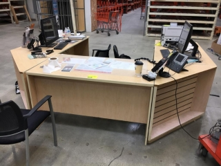 "114"" x 85"" customer service u-shaped desk"
