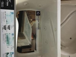 "60"" x 32.75"" x 19.75"" American Standard Everclean whirlpool tub"