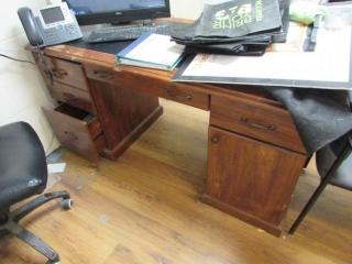Wood laminated desk