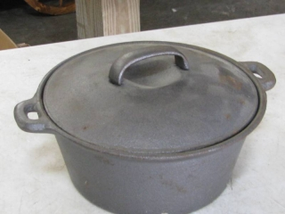 Cast Iron Dutch Oven w/Lid