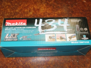 (1) Makita 18V LXT Lithium-Ion Cordless Multi-Tool Model XMT03Z (TOOL ONLY)