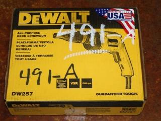 (1) DeWalt All-Purpose Deck Screwgun Model DW257