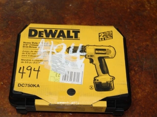 "(1) DeWalt Heavy Duty 9.6V 3/8"" Cordless Drill/Driver Kit Model DC750KA"