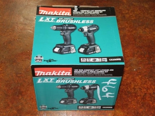 (1) Makita 18V Sub-Compact LXT Brushless Lithium-Ion 2-Piece Combo Kit (Driver-Drill/Impact Driver)