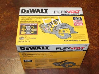 "(1) DeWalt FlexVolt Brushless 60V Max 7-1/4"" Circular Saw Kit w/ Brake Model DCS575T1"