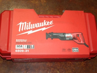 (1) Milwaukee Sawzall Recip Saw Kit Model 6509-31