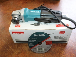 "(1) Makita 6"" Angle Grinder Model 9566PC"