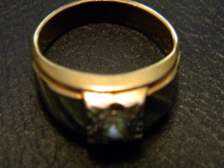 14K  HGE Lind Signet Ring, Stone appears to be CZ