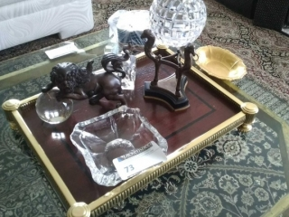 Lot of decorative items as