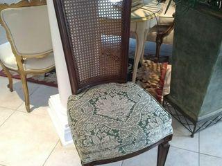 (4) Matching green cushion