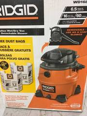 RIDGID 16 gal. 6.5-Peak HP Wet Dry Vac with Detachable Blower and 2 Bonus Filter Bags USED in good condition