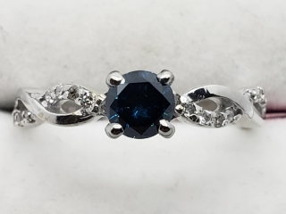 $4000 14K Blue Dia W.Dia Ring