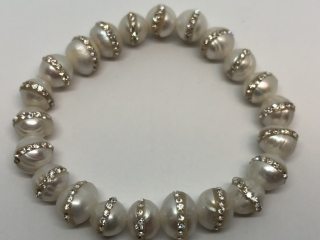$220   Fwpearl W/ Crystals Stretchable Bracelet