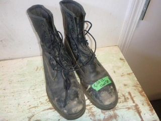 SIZE 12 STEEL TOE BOOTS (CSA APPROVED)