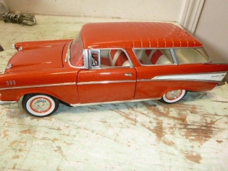 DIECAST 1957 CHEVROLET NOMAD (1:18 SCALE)