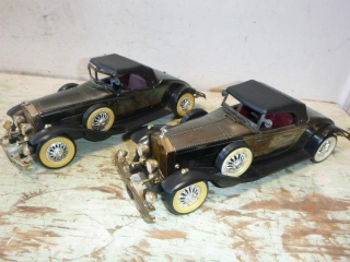 BATTERY OPERATED VINTAGE CARS