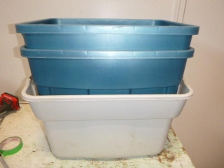 RUBBERMAID CONTAINERS (NO LIDS)