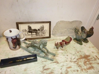 FLAT OF HOME DECOR; HORSE, CHICKEN, MISC ITEMS