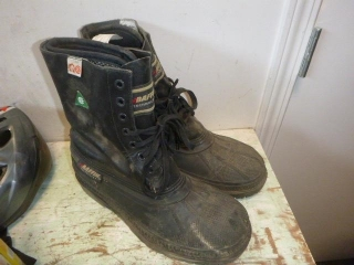 SIZE 9 BOOTS BAFFIN