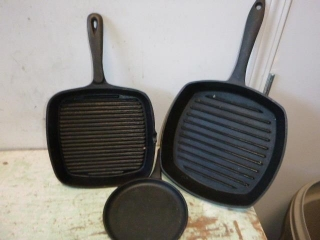 CAST IRON GRILLS & FRYING PANS