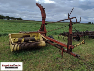 New Holland Model 770 chopper with New Holland Mod