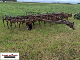 Brady 18? Field Cultivator with 5 bar spike tooth