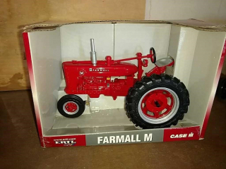 Farmall M toy tractor by Ertl 1/16 scale