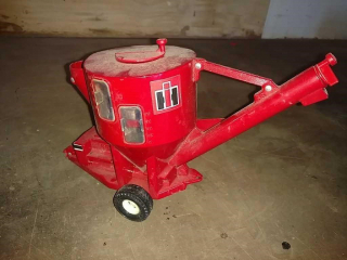 International Harvester toy feed mixer by Ertl