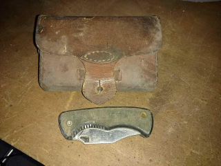 Old-timer knife with leather cartridge pouch