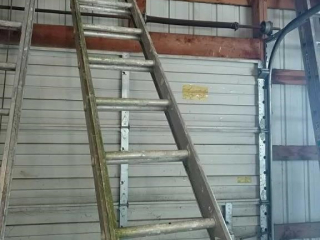 26' extension ladder rated for 200 lbs.