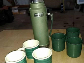 Stanley Thermos, 6 coffee mugs