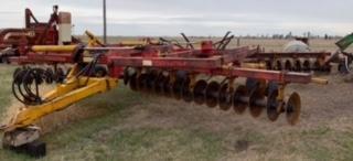 Farm Equipment Auction for Arol Phair Image 36
