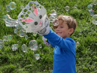 (8) Zing Glove A Bubbles